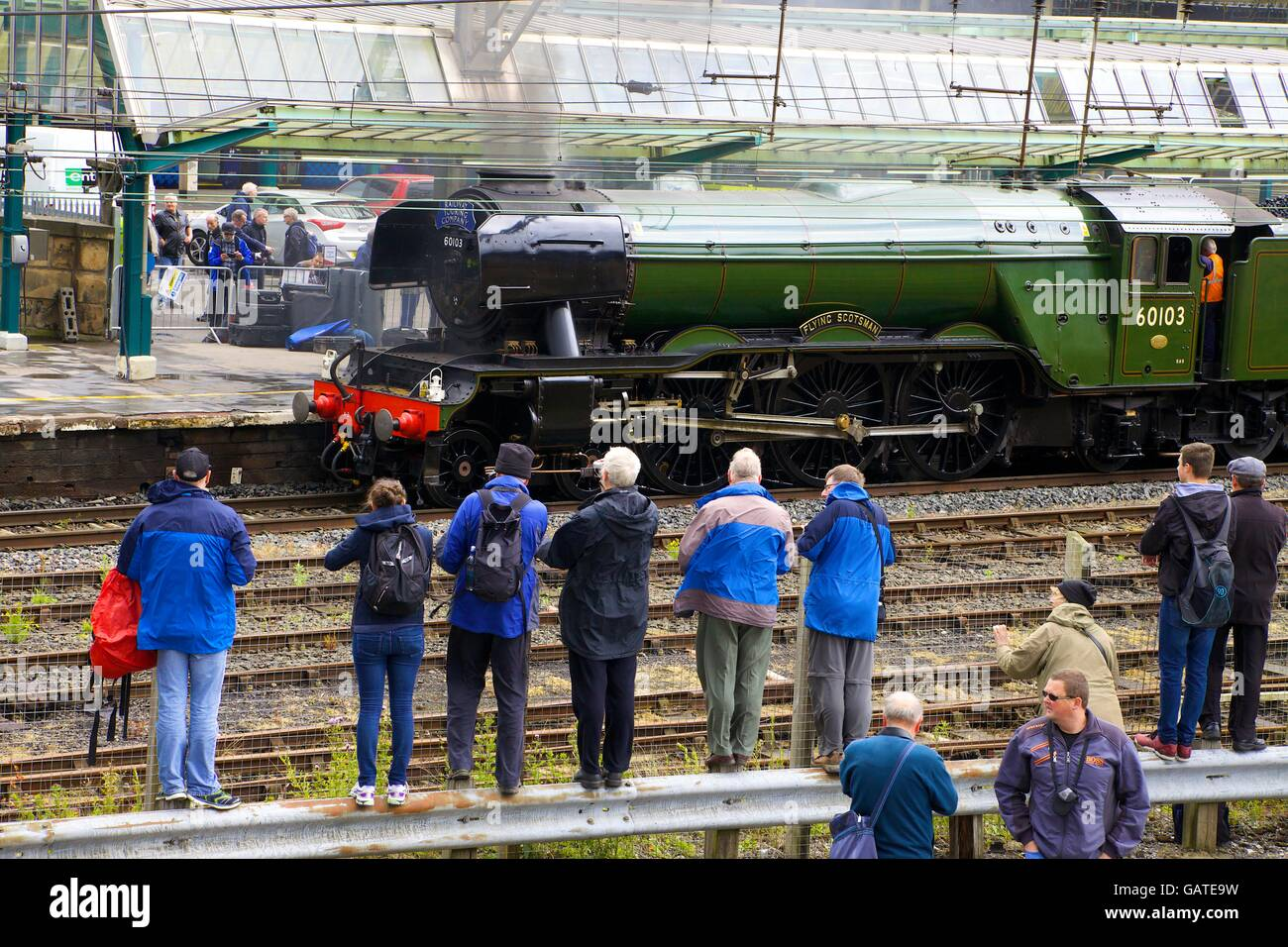 Steam train enthusiast photographing. LNER A3 Class 4-6-2 no 60103 Flying Scotsman. Carlisle Railway Station, Carlisle, - Stock Image