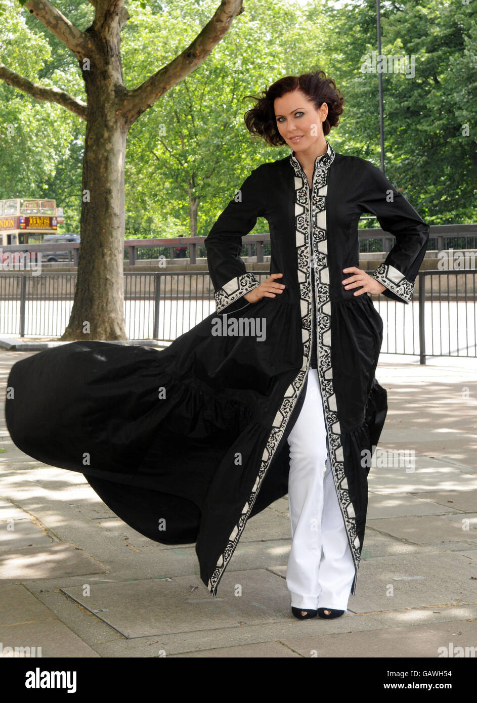 Linzi Stoppard Models The Most Expensive Abaya - London - Stock Image