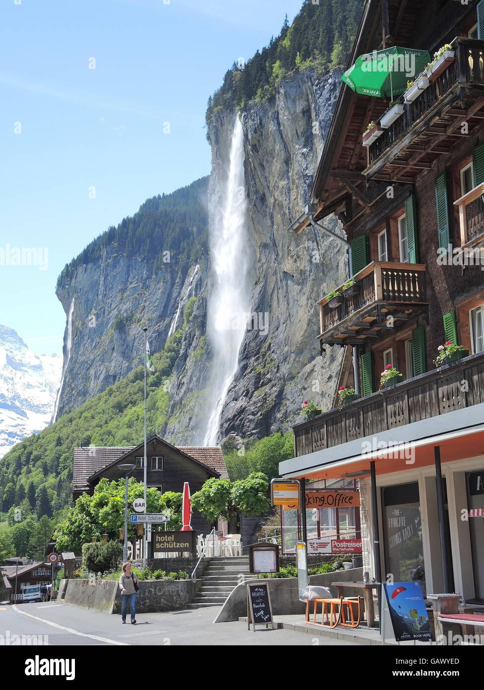 Lauterbrunnen, Switzerland. 26th May, 2016. View of Lauterbrunnen, Switzerland, 26 May 2016. Every year, hundreds - Stock Image