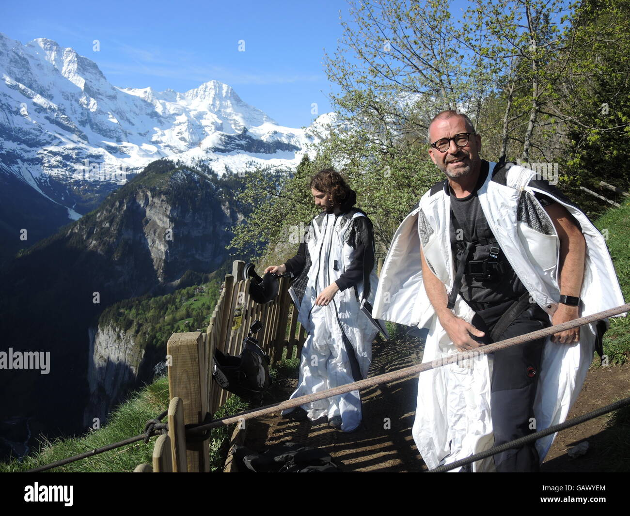 Lauterbrunnen, Switzerland. 26th May, 2016. Father Walter (r) and son Matthias Hilscher preparing for a base jump - Stock Image