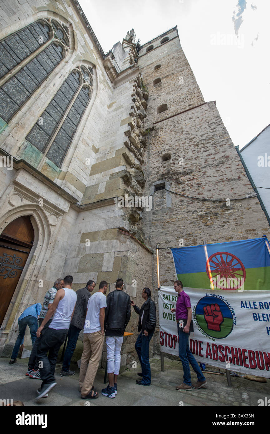 Regensburg, Germany. 6th July, 2016. The cathedral of St. Peter in Regensburg, Germany, 6 July 2016. The group has - Stock Image