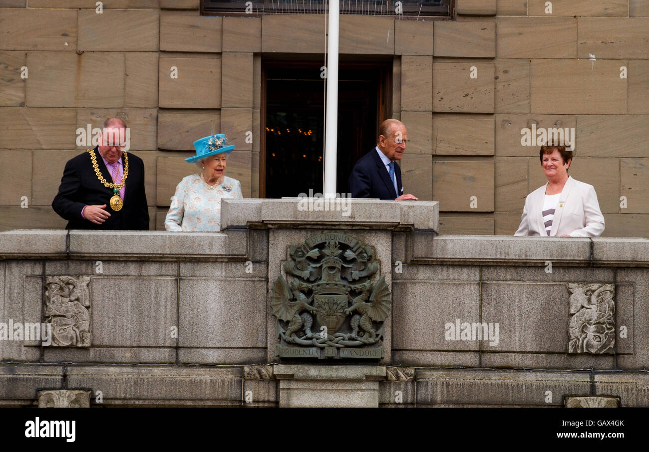 Dundee, Tayside, Scotland, UK. July 6th 2016. Her Majesty The Queen and His Royal Highness Prince Philip today during Stock Photo