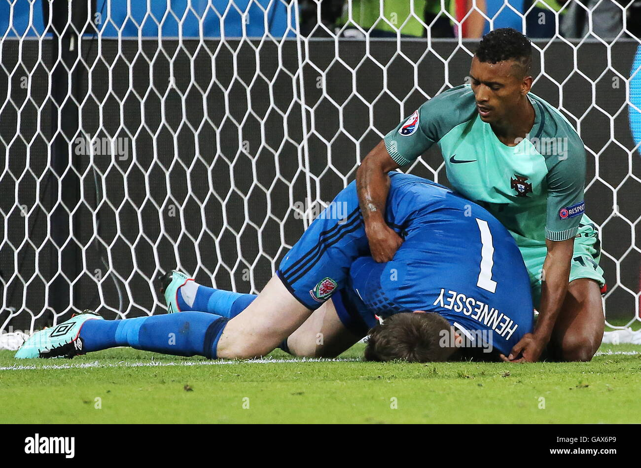 Lyon, France. 6th July, 2016. Wales' goalkeeper Wayne Hennessey (L) and Portugal's Nani in their 2016 UEFA European Stock Photo