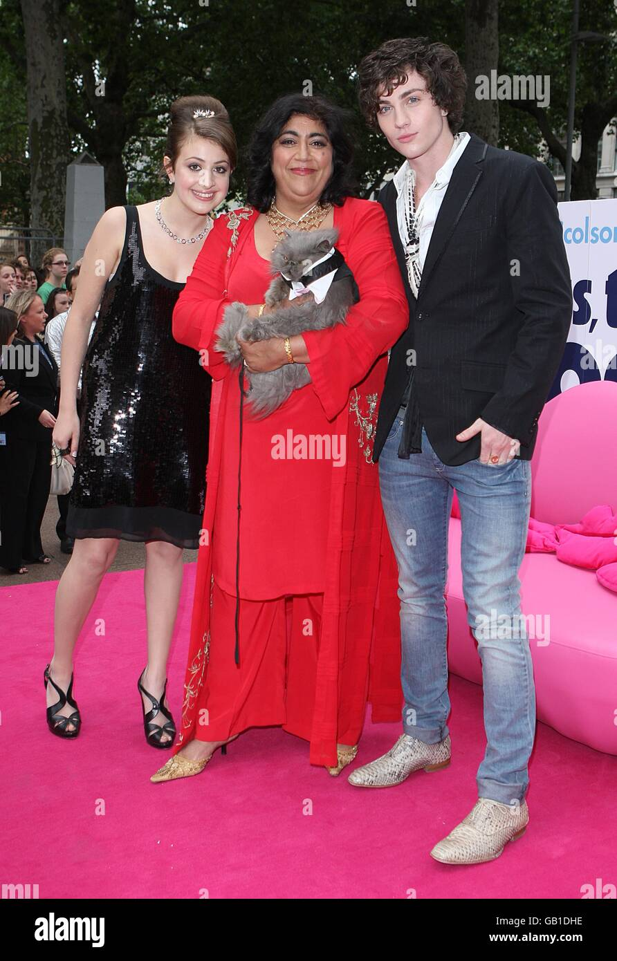 Angus Thongs And Perfect Snogging Cast angus, thongs and perfect snogging premiere - london stock