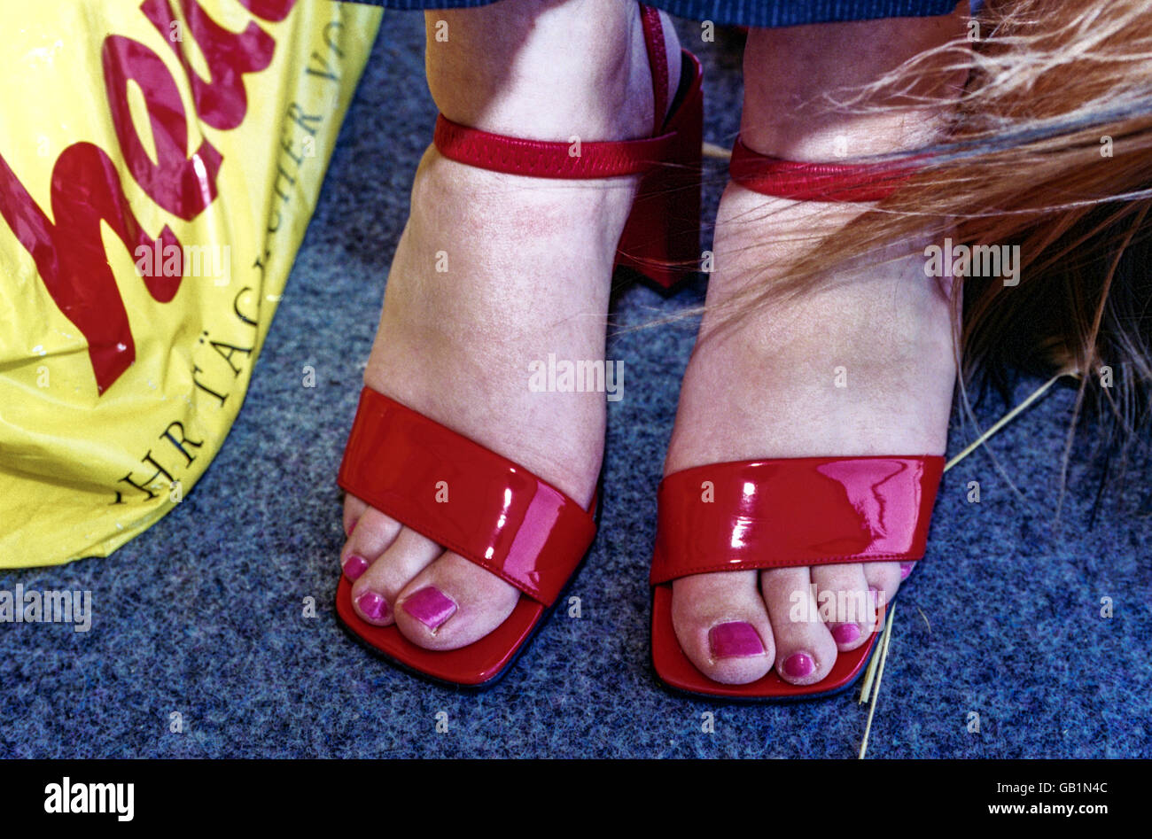 Feet Wearing Woman´s With Shiny High Heel Toenails Shoes Red uPiTOkXZ