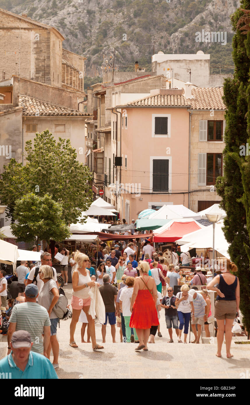 Local people mixing with tourists on market day, Pollensa old town, Mallorca ( Majorca ), Balearic Islands Spain - Stock Image
