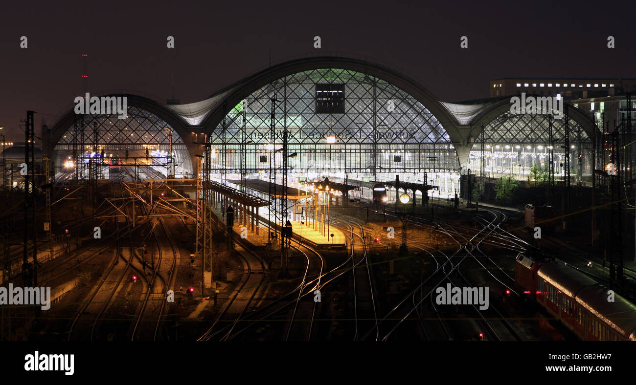 view on the main station of Dresden by night - Stock Image