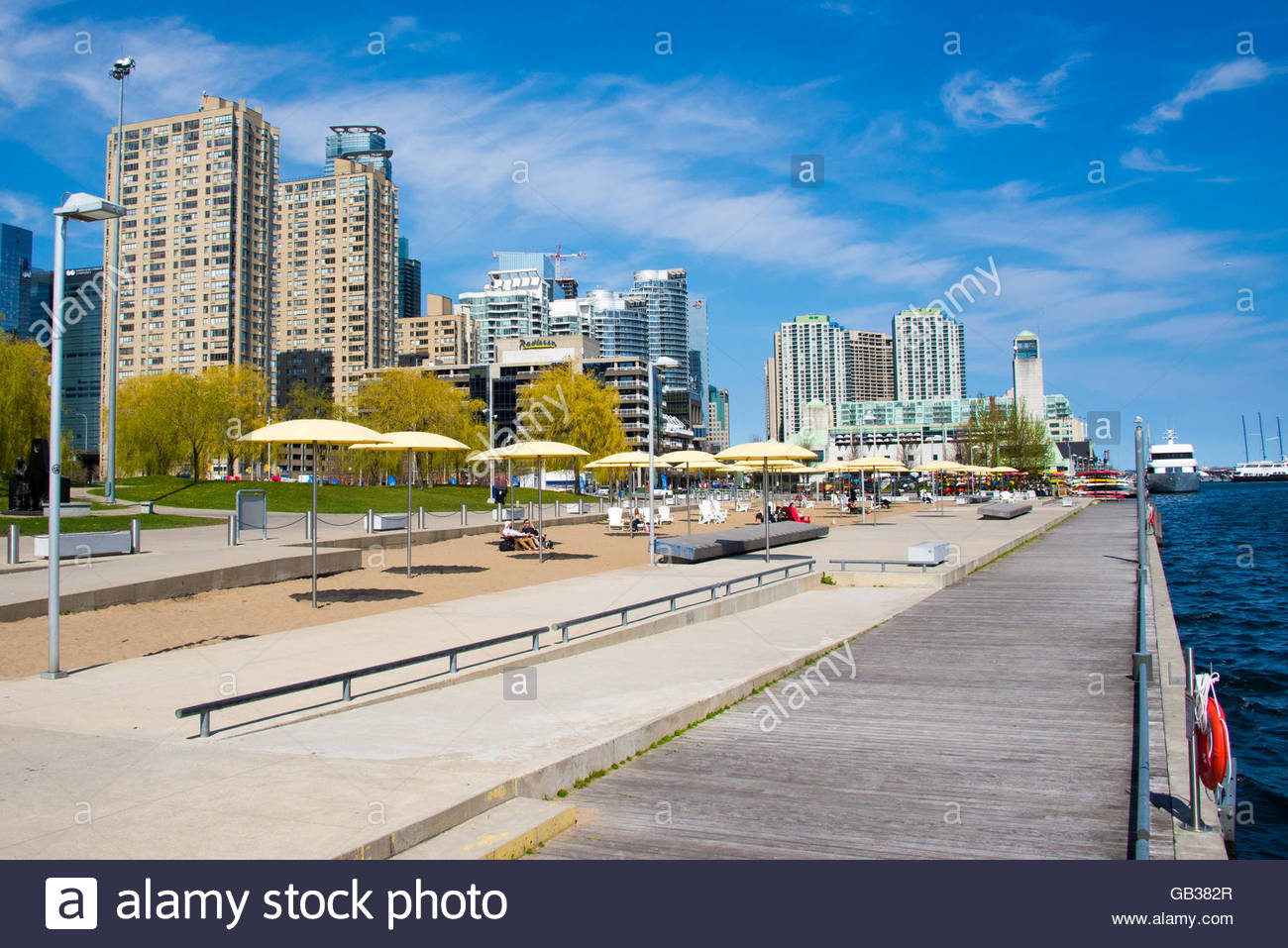 Toronto skyline: Beautiful modern architecturaly designed skyscrapers seen from Toronto's harbour front. - Stock Image