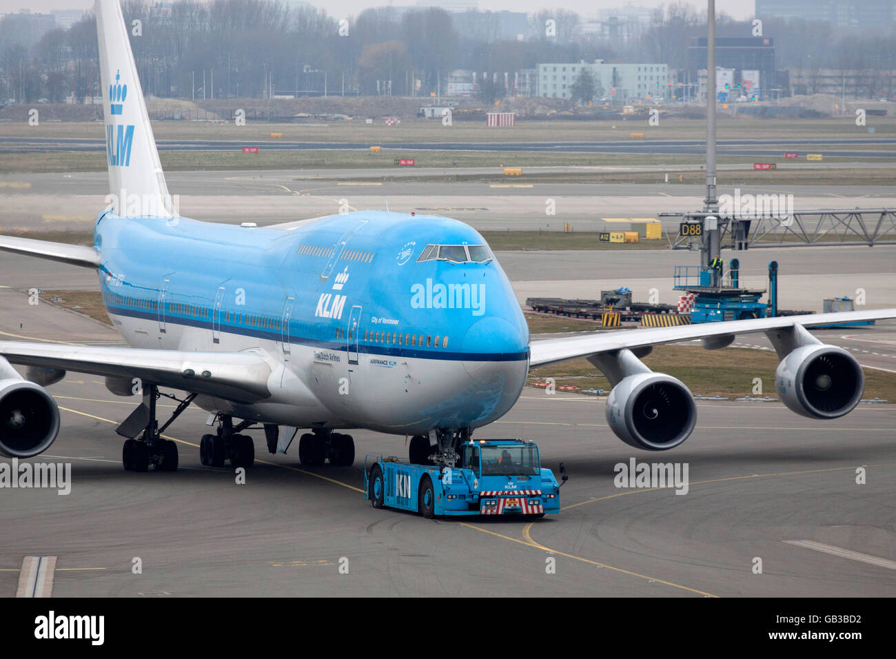 AMSTERDAM, THE NETHERLANDS - Maart 15, 2015  Boeing 747 just arrived on our way to the gate at the airport of Schiphol - Stock Image