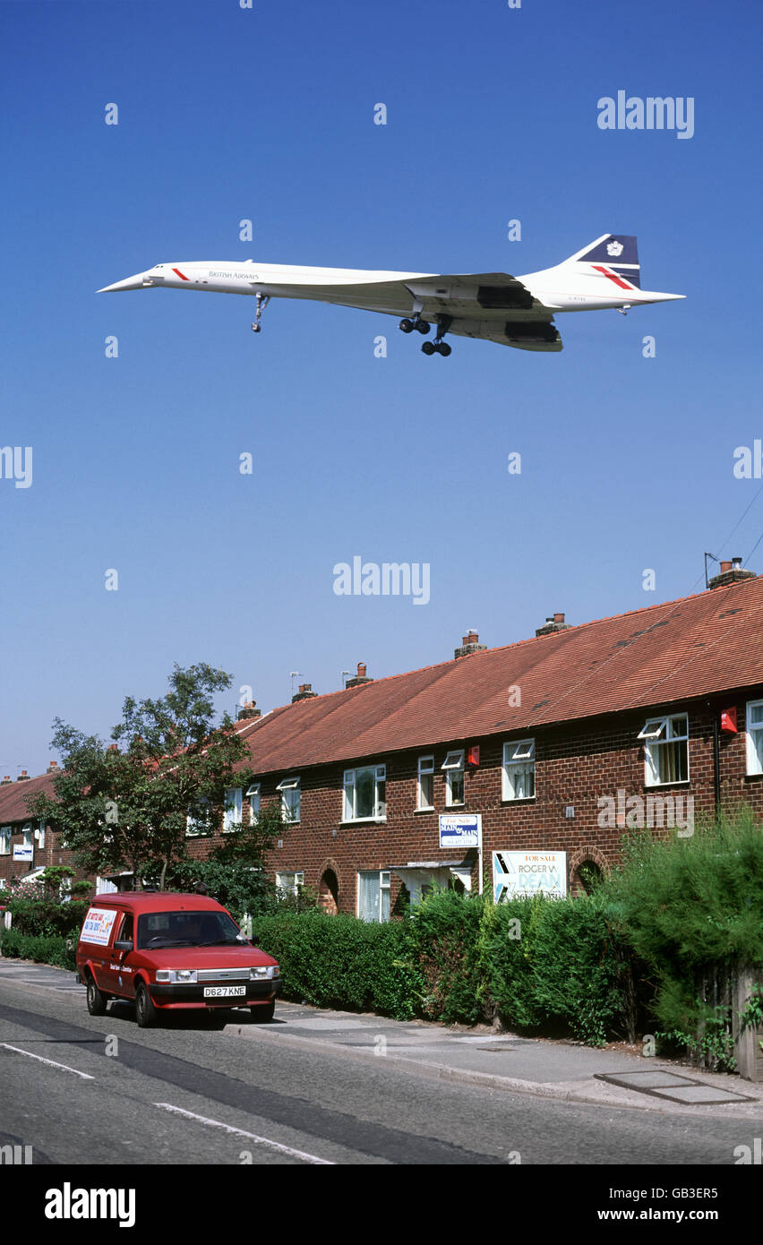Concord coming in to land at Manchester Airport in 1993. (Flying low over Ringway Road, Wythenshawe.) - Stock Image