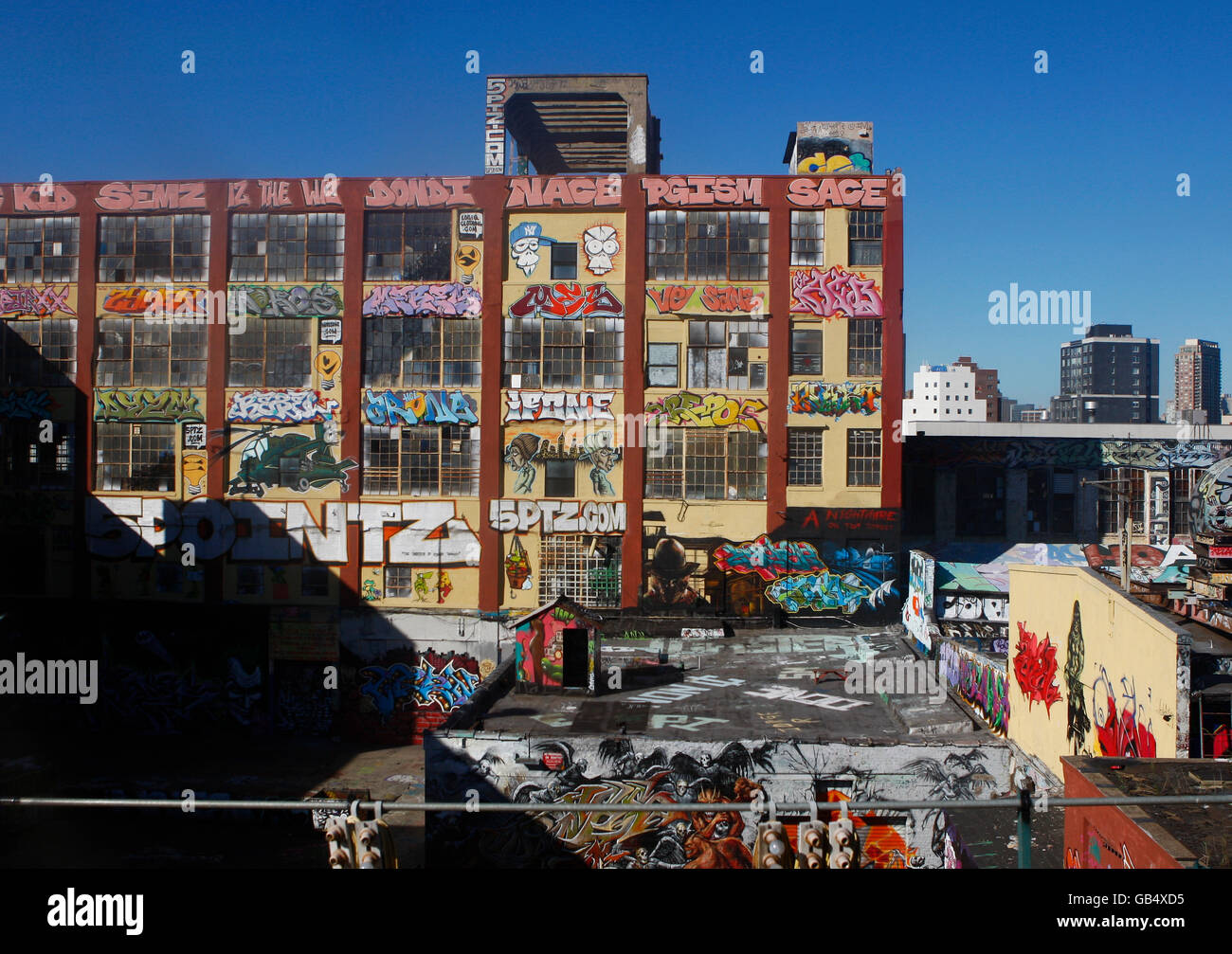Buildings covered in graffiti, New York City, New York, USA, America - Stock Image