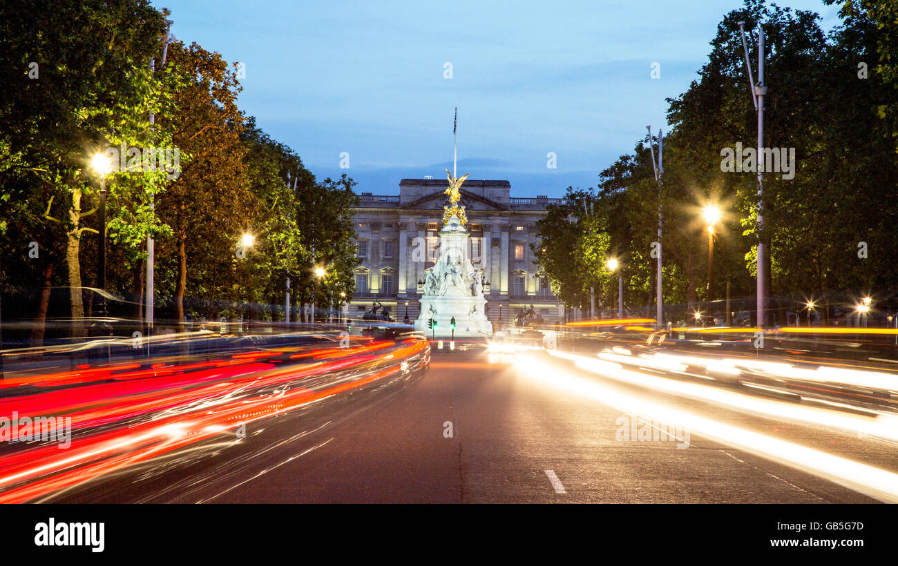 The Mall Victoria Monument and Buckingham Palace at Night London UK Stock Photo