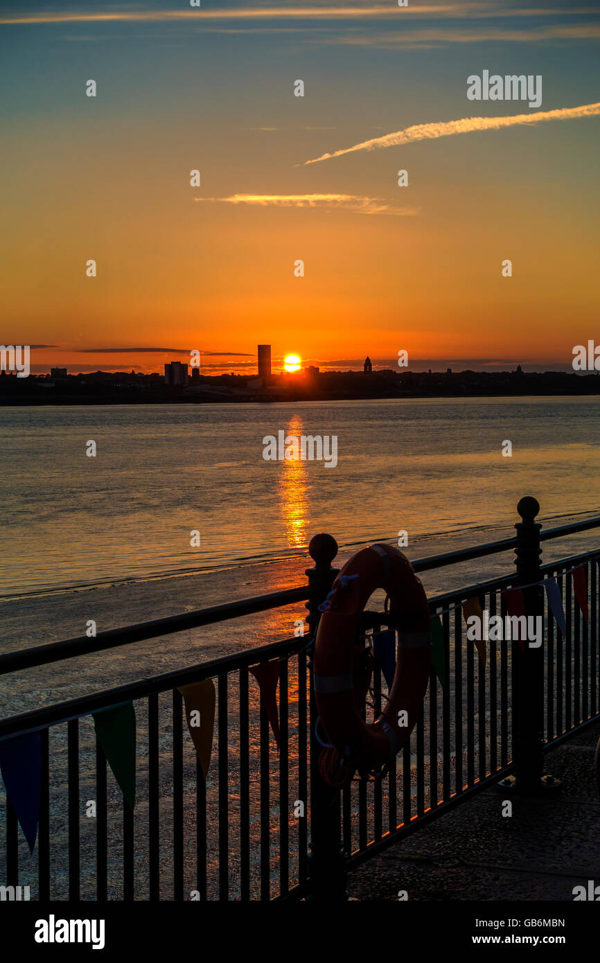 Sunset River Mersey Birkenhead Liverpool England UK - Stock Image