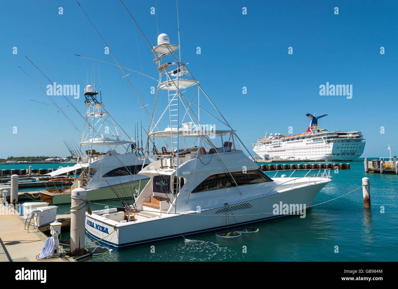 Florida, Key West, sport fishing boats, cruise ship - Stock Image