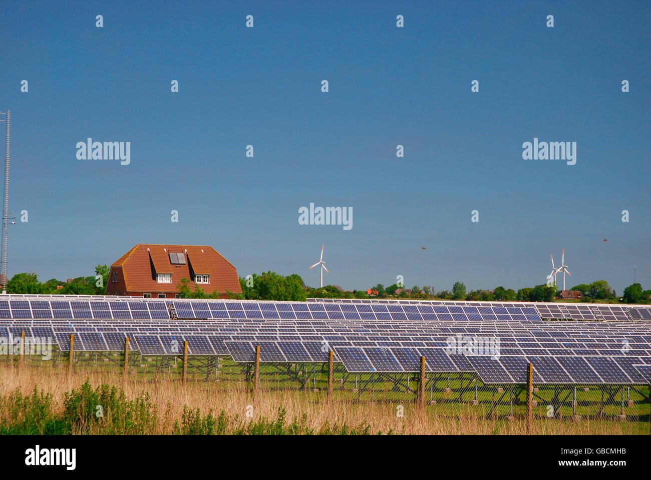 Energieanlage, alternative Energie, Energiegewinnung, Solar, Solarfeld - Stock Image