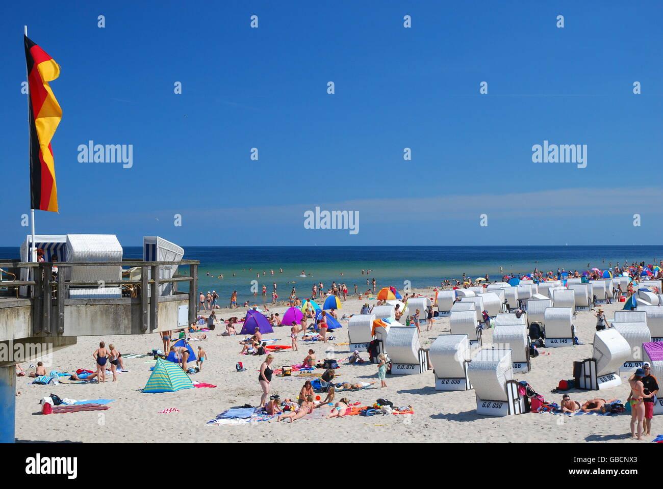 strand strandkoerbe seebad binz ostsee insel ruegen stock photo 110304043 alamy. Black Bedroom Furniture Sets. Home Design Ideas