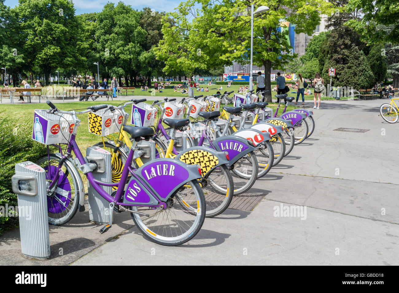 Parked bicycles in a row at citybike station in Sigmund Freud Park near Ringstrasse, Vienna, Austria - Stock Image