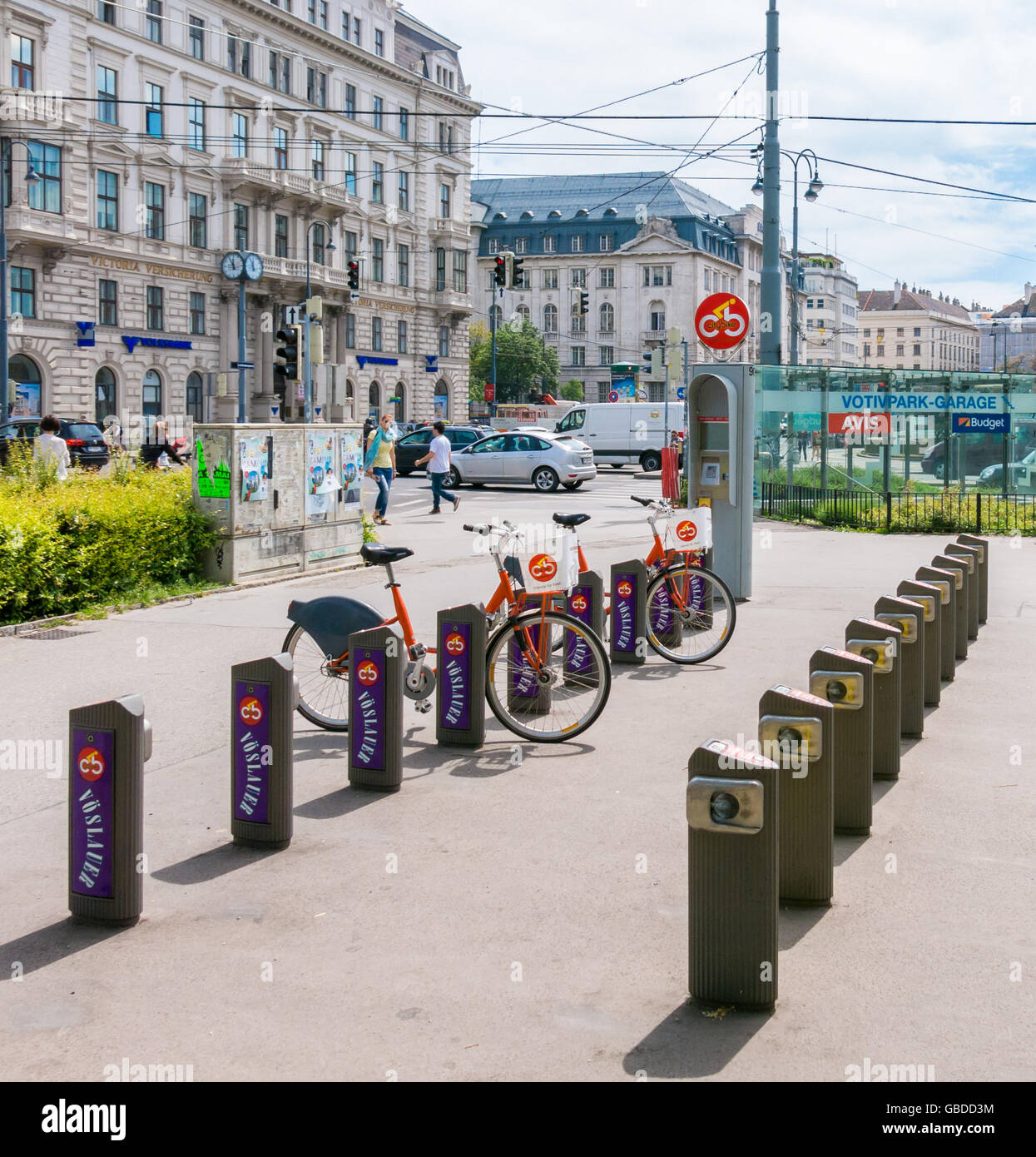 Schottenring Ringstrasse near Sigmund Freud Park with citybike station, people and traffic in Vienna, Austria - Stock Image