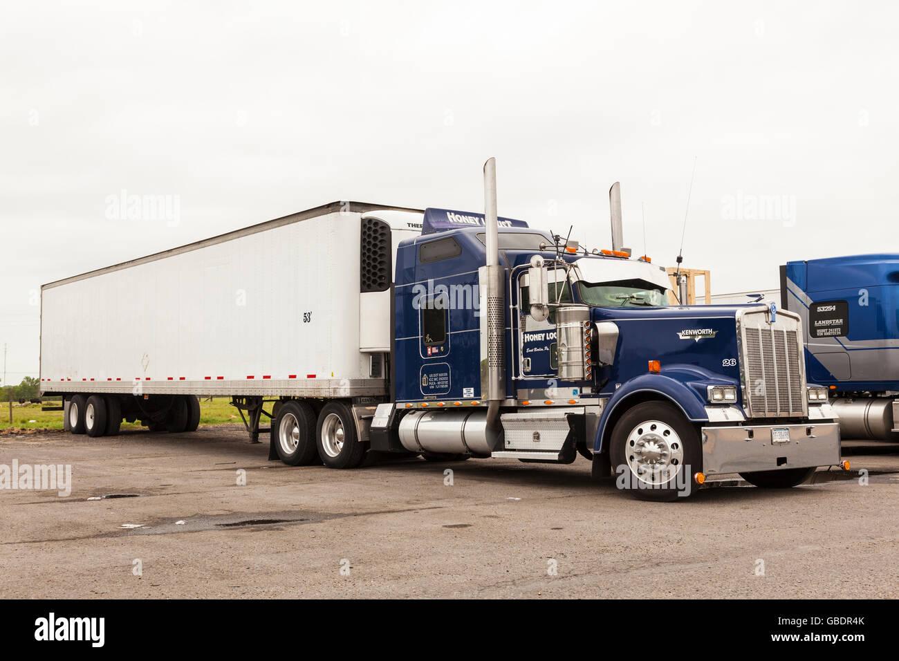 Classic Kenworth semi truck in the USA - Stock Image