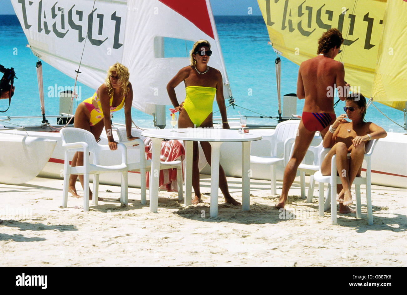 tourism, beachwear at beach, plastic table and chairs, catamarans in the background, Maldives, circa 1989, Additional - Stock Image