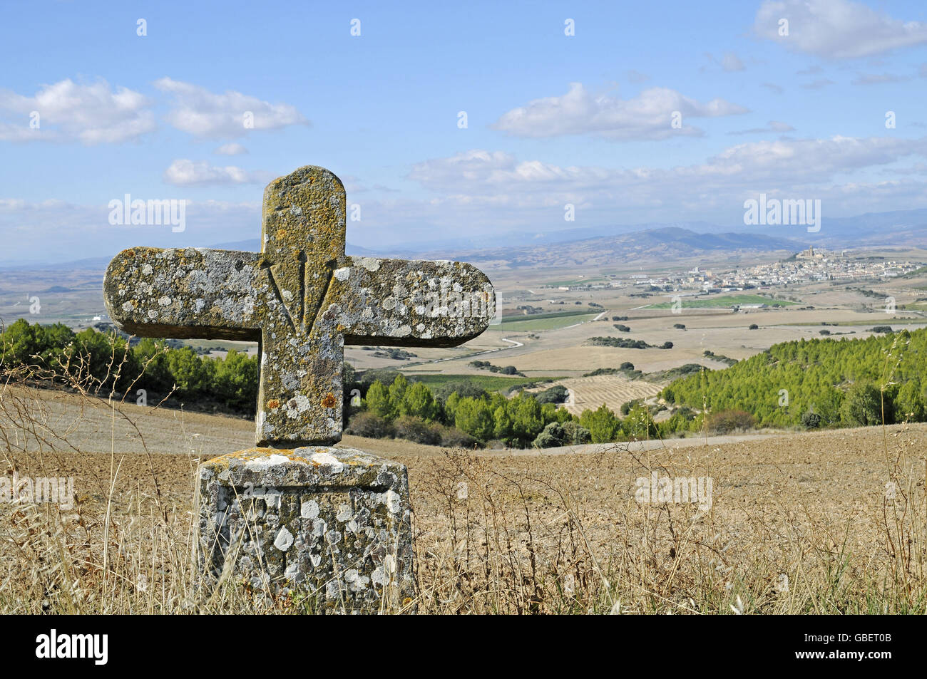 Scallop shell and cross, Way of St James, Olite, Navarra, Spain - Stock Image