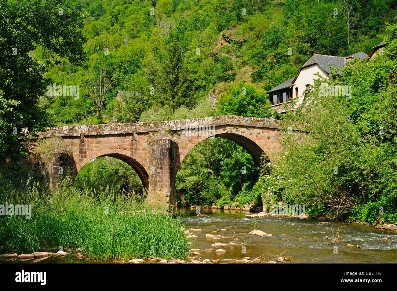 Pont sur le Dourdou, Conques, Way of St James, Departement Aveyron, Midi-Pyrenees, France / pilgrim's bridge - Stock Image