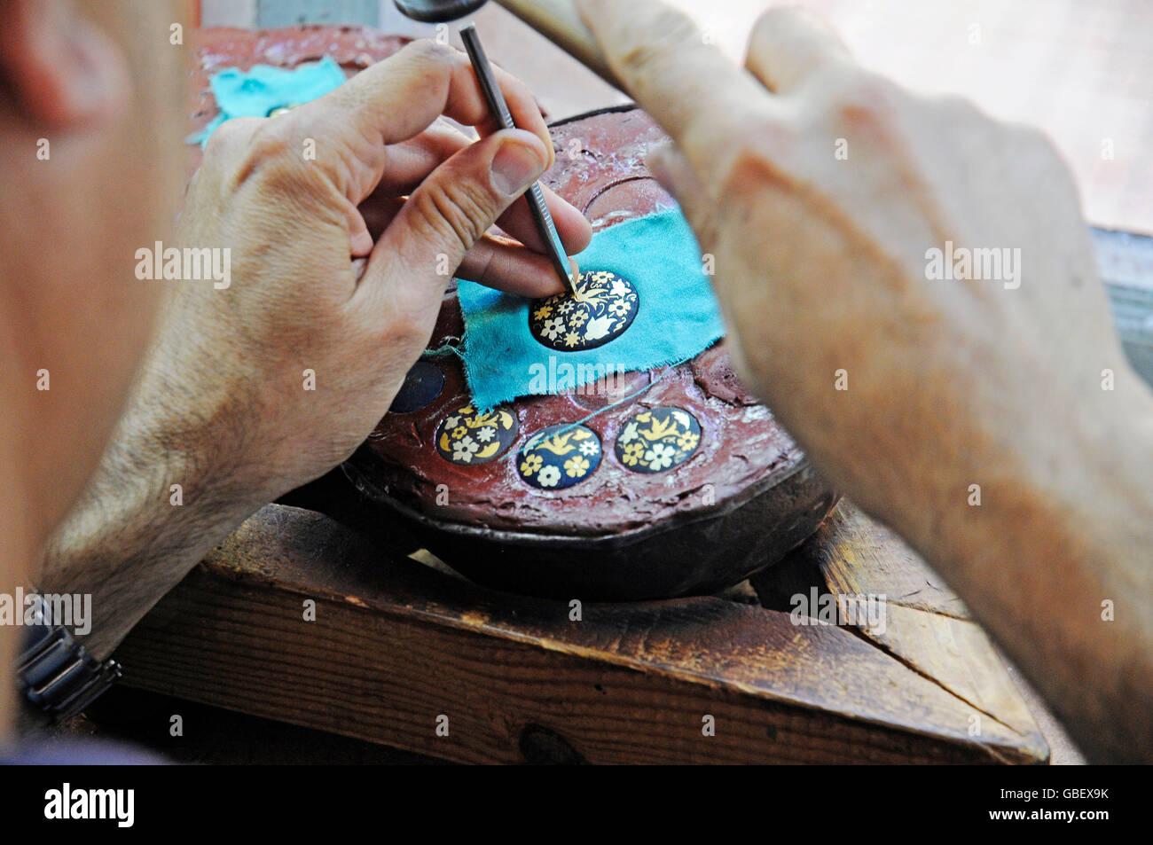 Damasquinado, typical traditional handicraft, gold work, goldsmith, Toledo, Castile-La Mancha, Spain - Stock Image