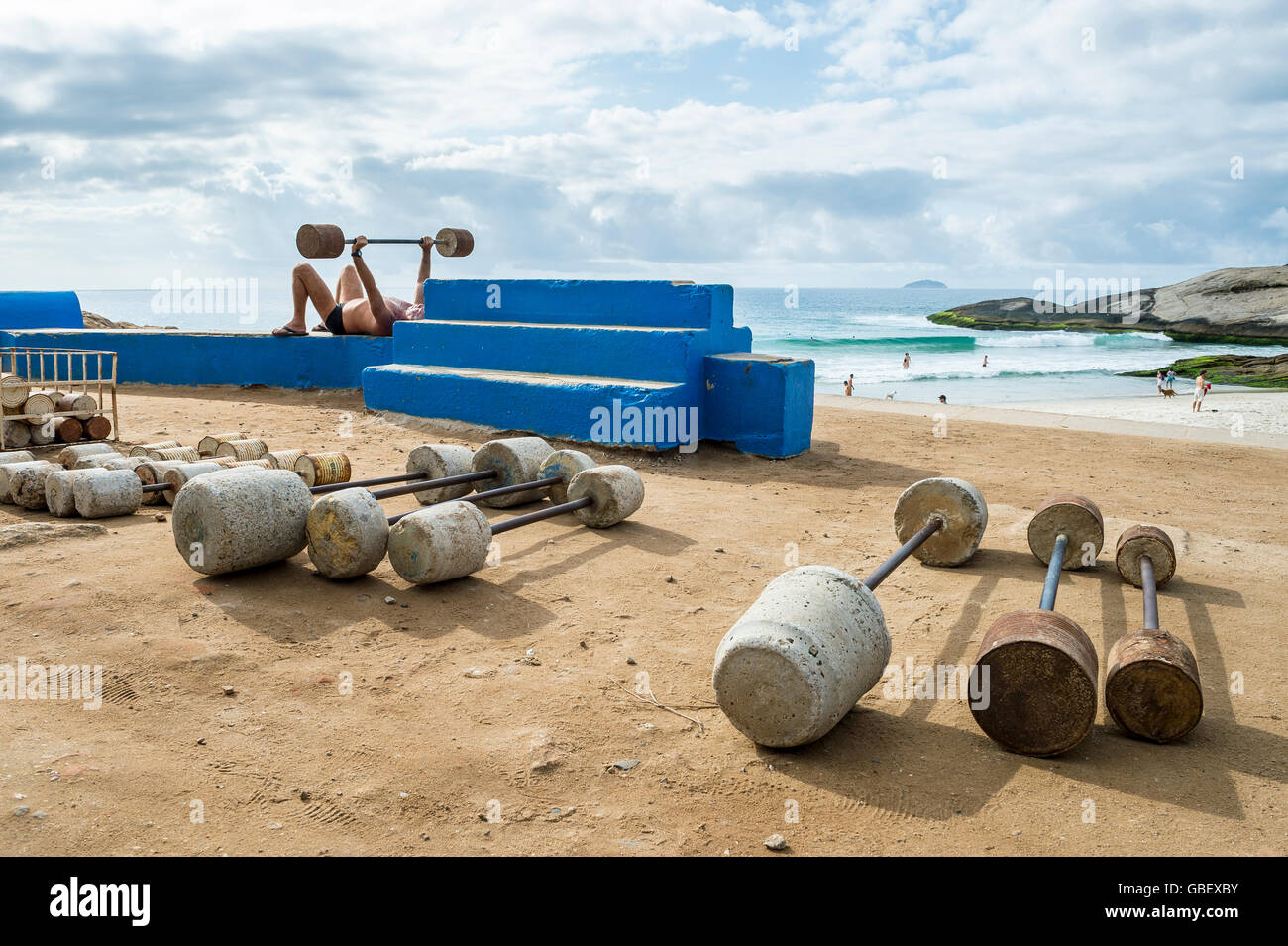 RIO DE JANEIRO - FEBRUARY 12, 2015: Brazilian man exercises at the outdoor workout station at Arpoador. - Stock Image