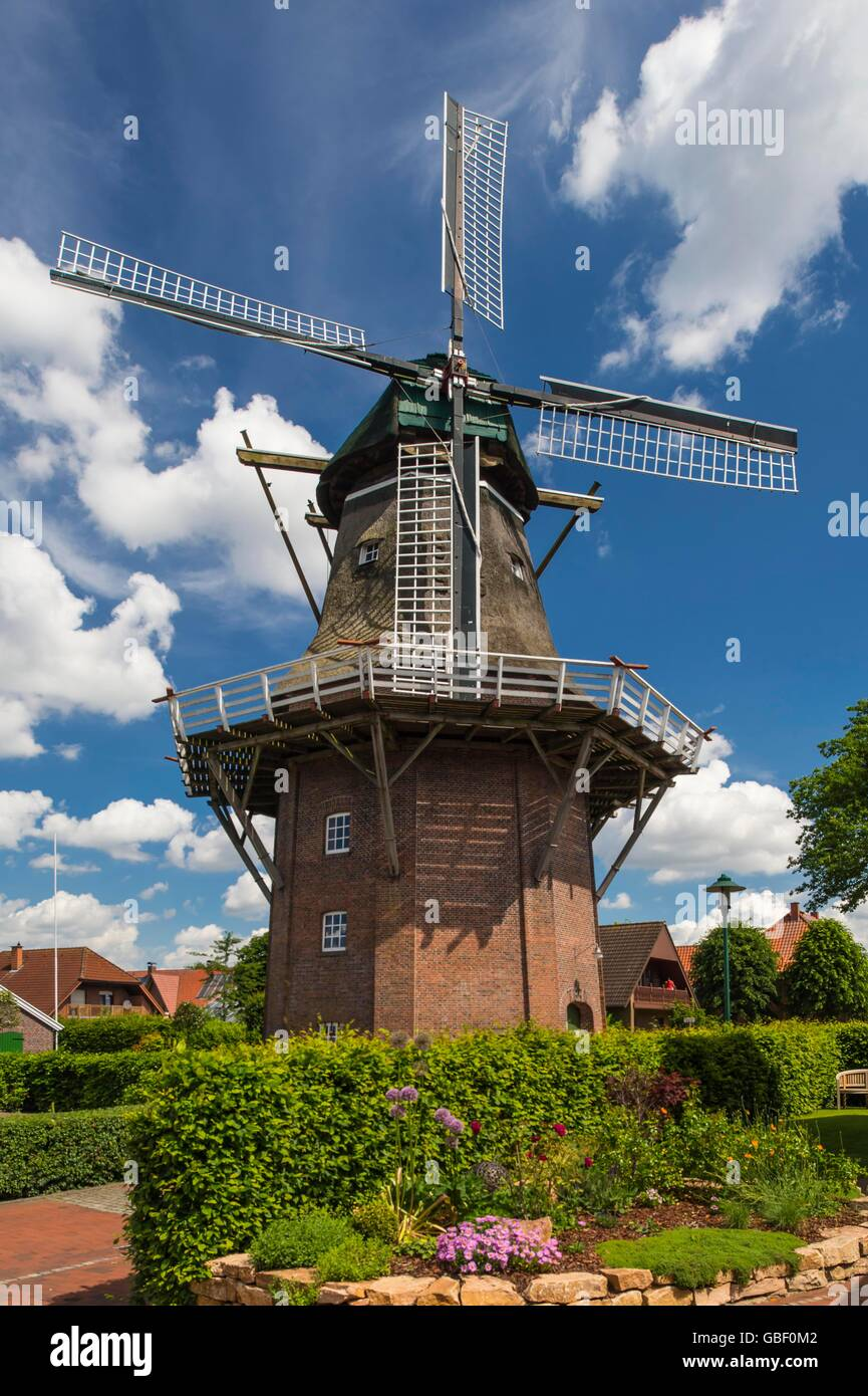 Galerie-Hollaender-Windmuehle, erbaut 1870, Saterland, Oldenburger Muensterland, Niedersachsen, Deutschland Stock Photo