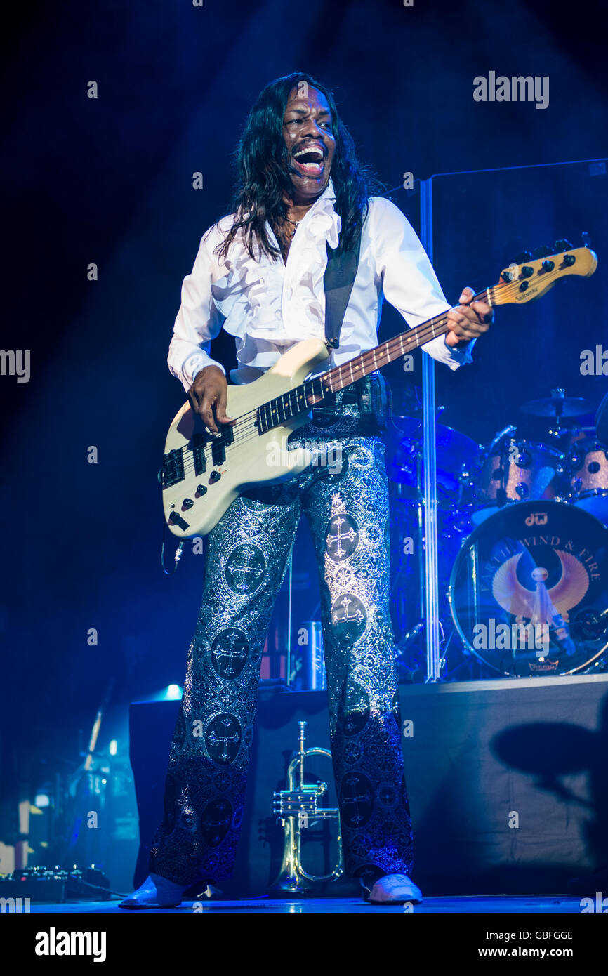 Verdine White of Earth Wind and Fire performing at the O2 Academy, Glasgow - Stock Image