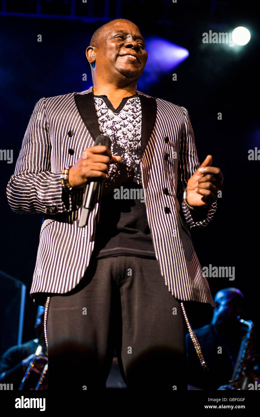 Philip Bailey of Earth Wind and Fire performing at the O2 Academy, Glasgow. - Stock Image