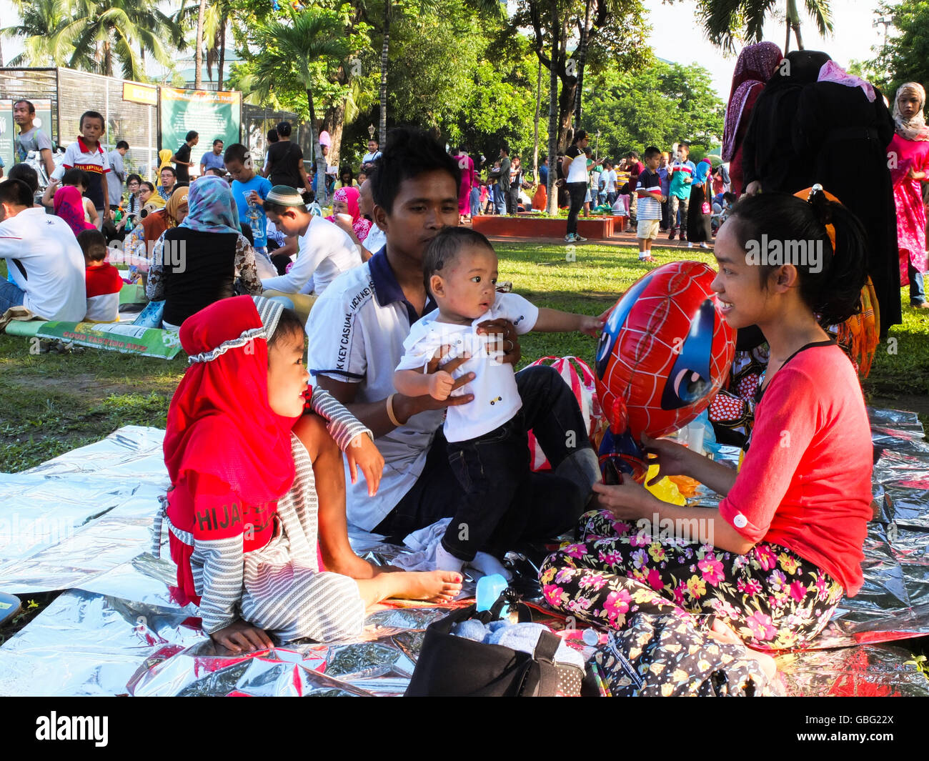 Manila, Philippines. 06th July, 2016. Muslim families, enjoying the feast of Eid al-Fitr by means of bonding with - Stock Image