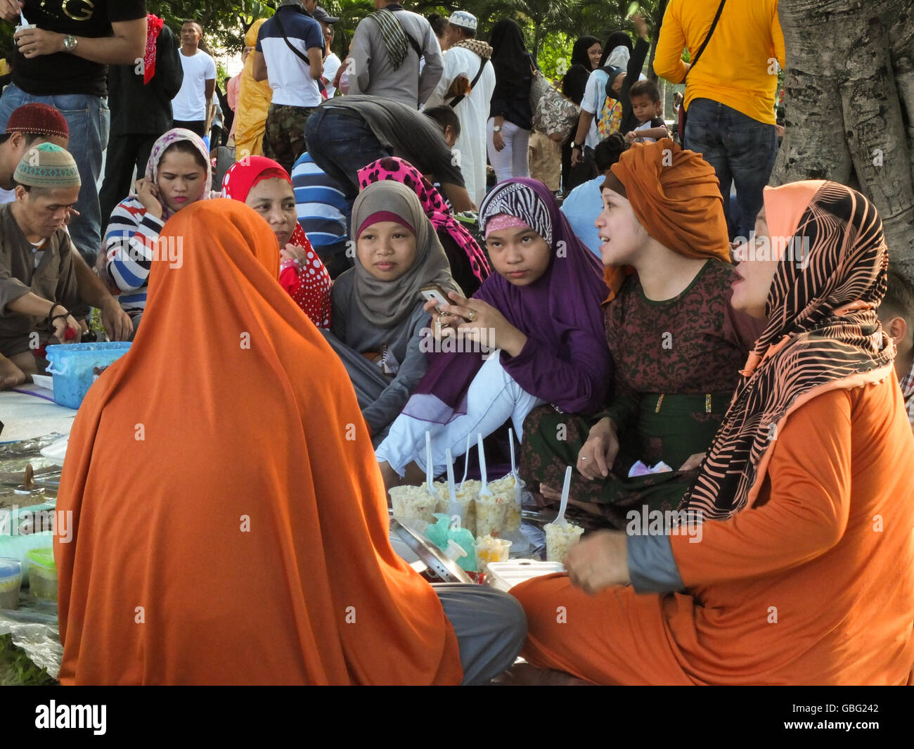 Manila, Philippines. 06th July, 2016. Muslim families celebrate the feast with lots of food to be partake by each - Stock Image