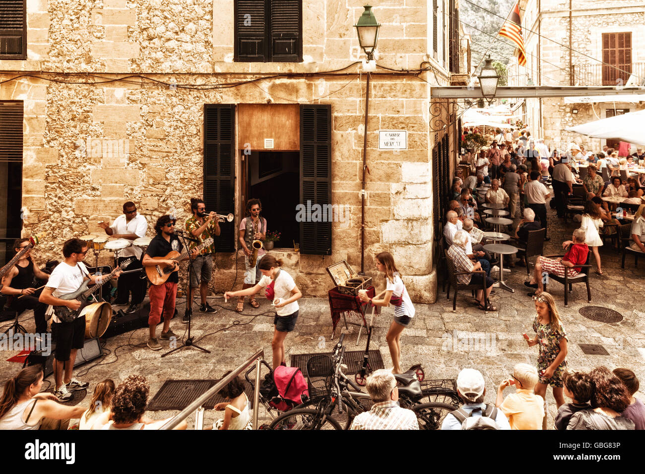 People in Pollensa ( Pollenca ) old town centre, north Mallorca ( Majorca ), Balearic Islands, S[pain Europe (see - Stock Image