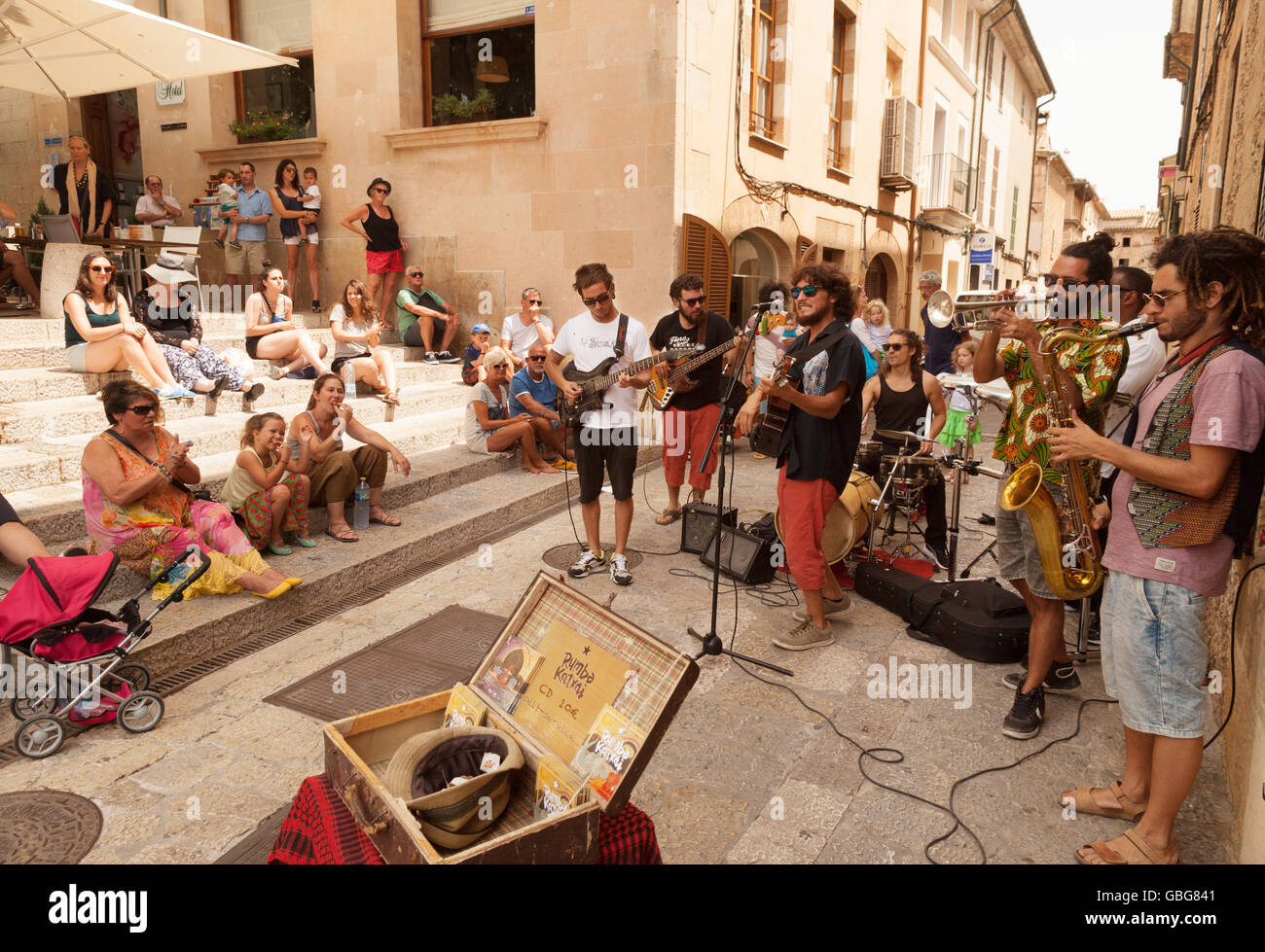 A band playing on the street, Pollenca ( Pollensa ) old town, Mallorca ( Majorca ), Balearic Islands, Spain Europe - Stock Image