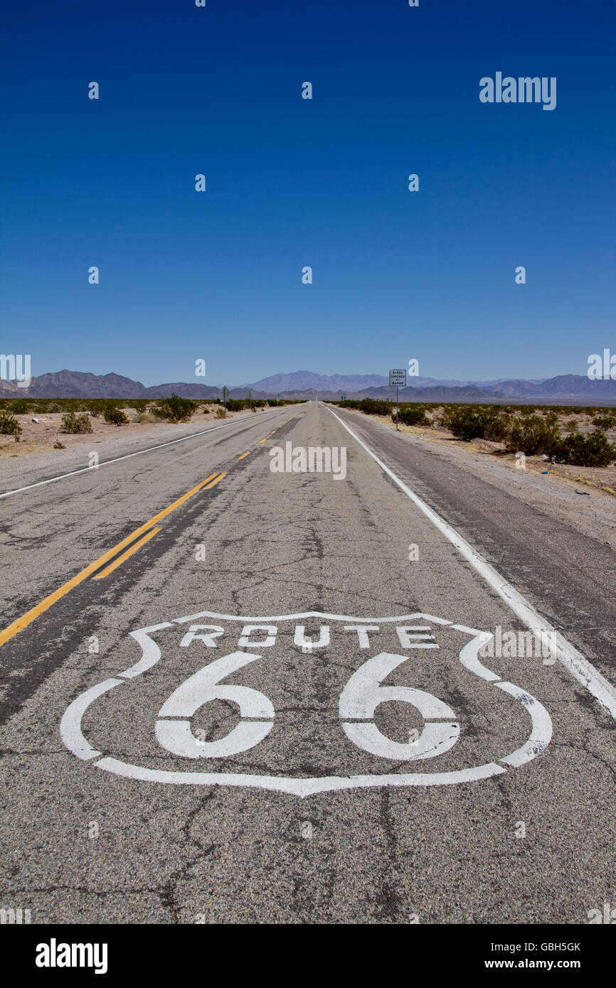 Route 66; USA; Strasse; legende; Urlaub; reisen; zeichen; historisch; himmel; wüste, Highway, horizont himmel - Stock Image