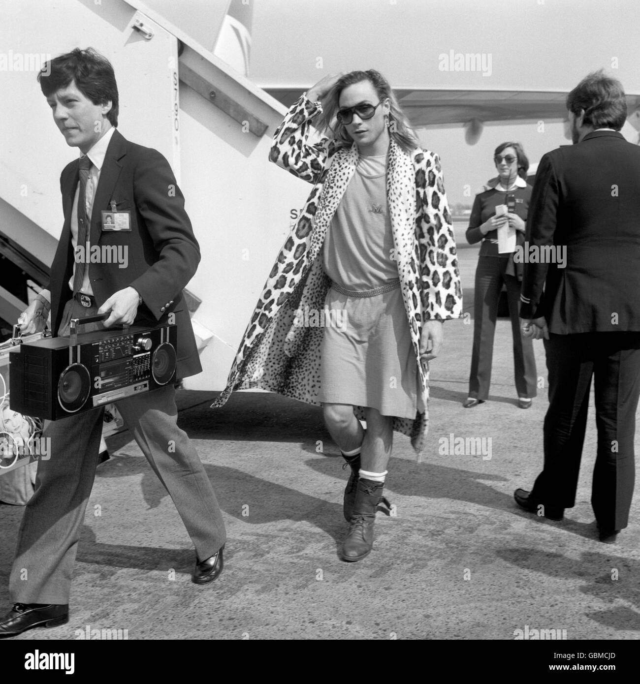 Pop star Marilyn leaves a plane after his arrival at Heathrow Airport from Australia. Stock Photo