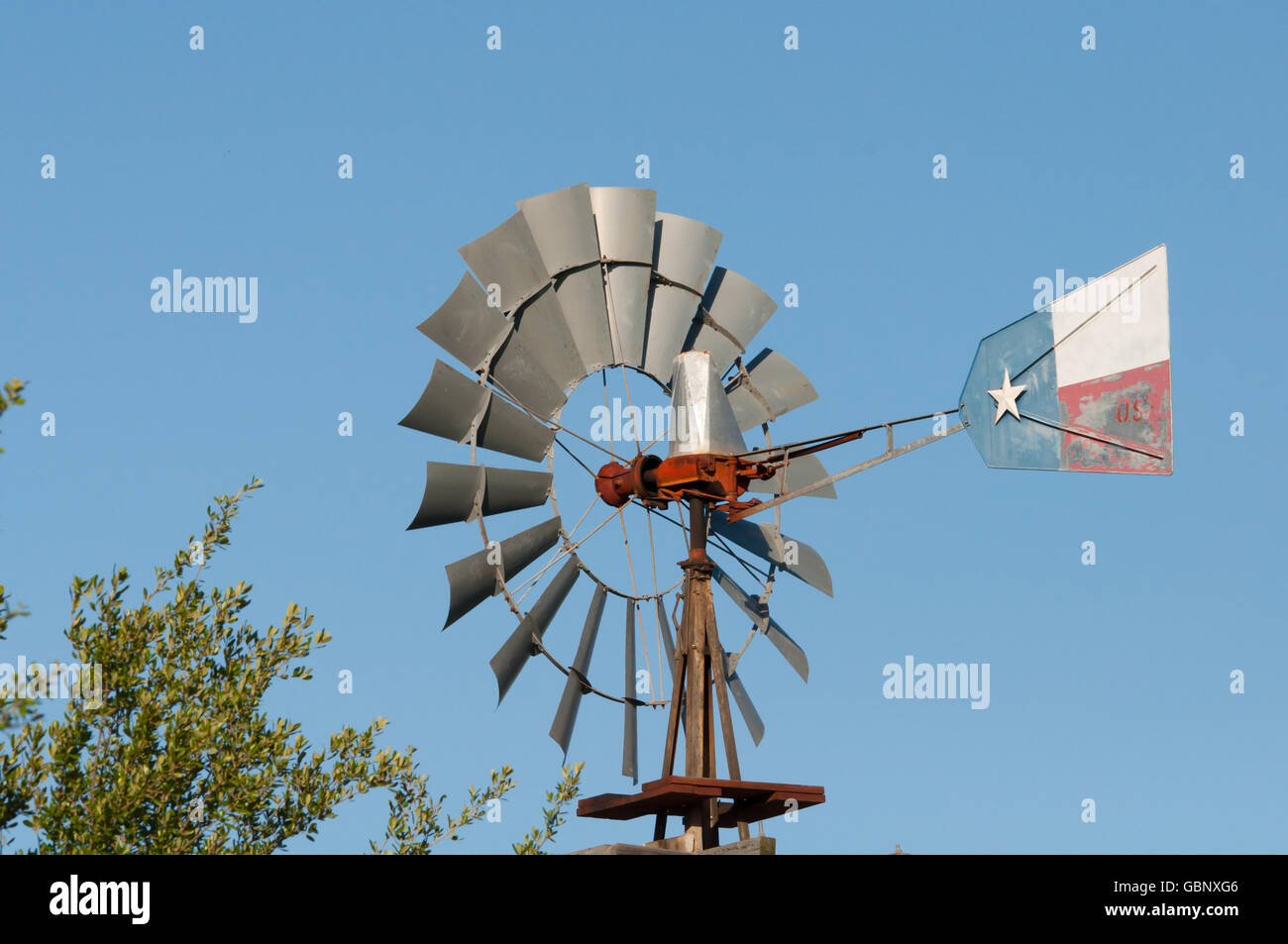 Windmill with Texas flag painted on wind vane - Stock Image