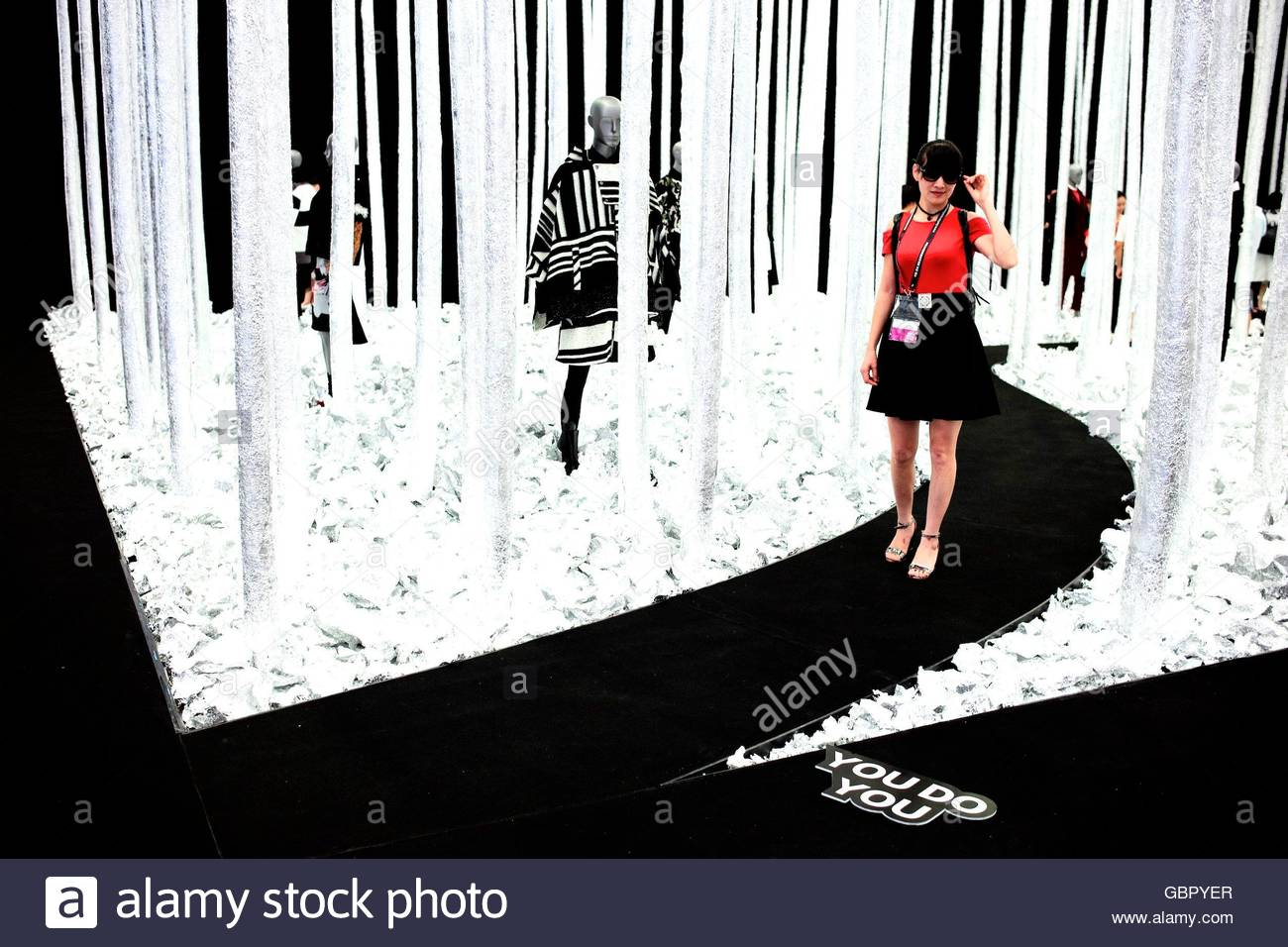 Shenzhen China 07th July 2016 Nearly Thousand Famous Fashion Stock Photo Alamy