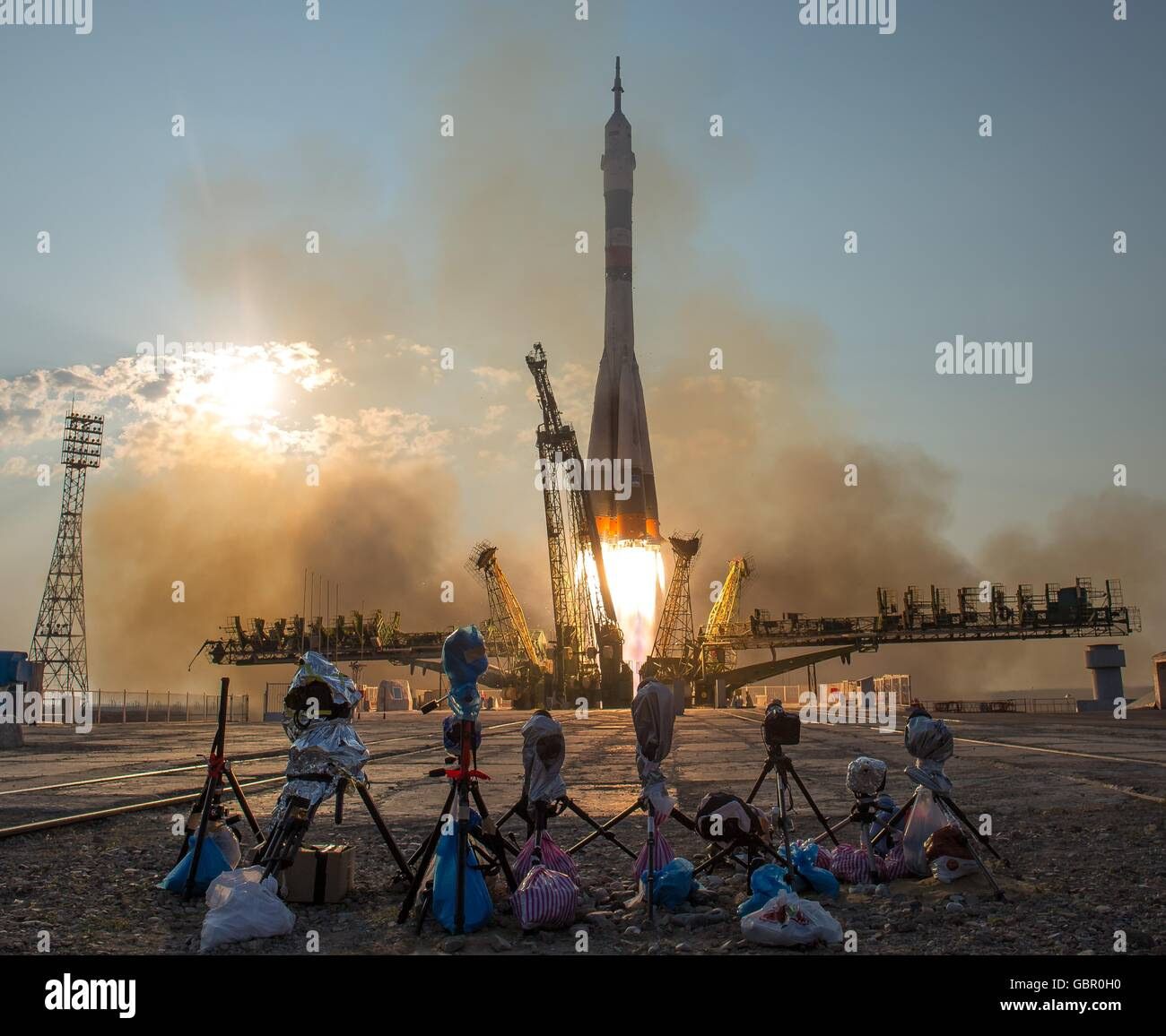 Baikonur Cosmodrome, Kazakhstan. 7th July, 2016. The Russian Soyuz MS-01 spacecraft launches to the International - Stock Image