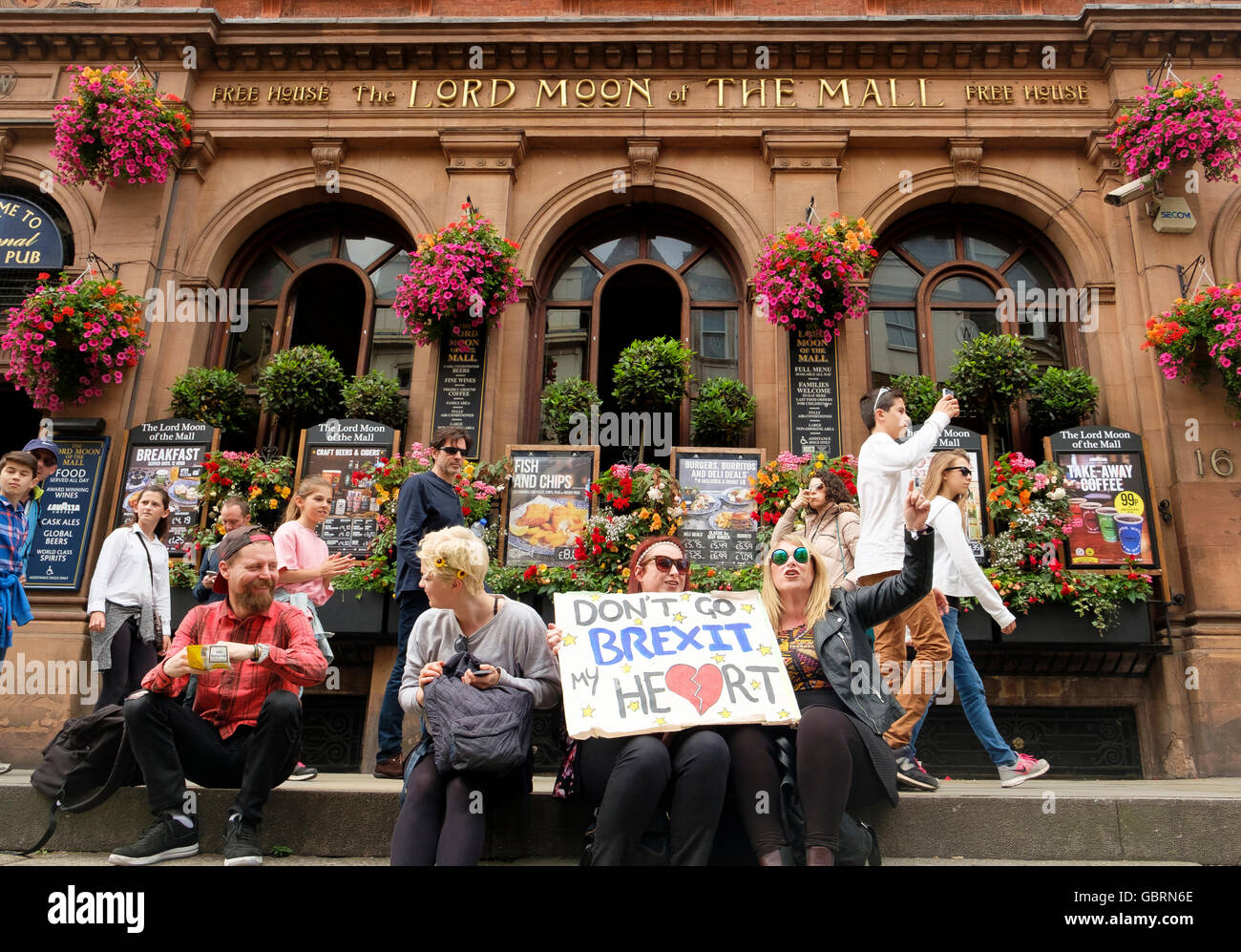 London, UK , 2 July 2016: Protesters on the March for Europe demonstration outside a Wetherspoons pub on The Mall - Stock Image