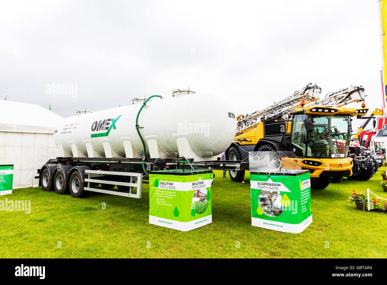 Suspension fertiliser fertilizer sprayer spreader tank farm machinery agriculture UK England GB - Stock Image