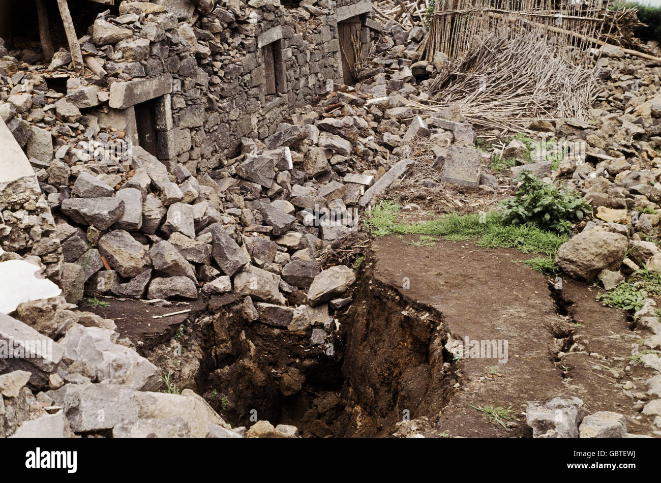 disasters, earthquakes, destroyed farm house, 1958, Additional-Rights-Clearences-NA - Stock Image