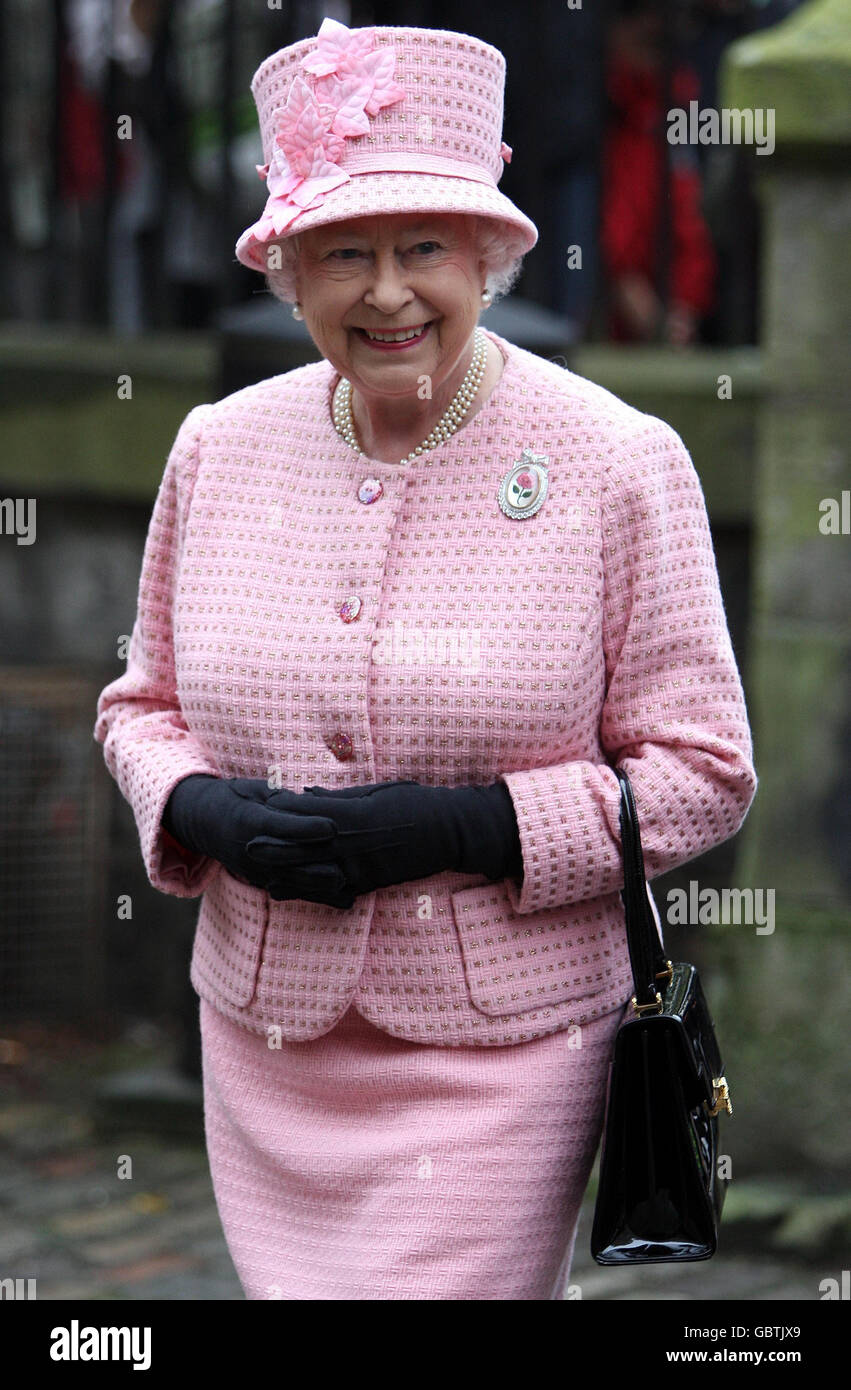 The Queen attends church Stock Photo