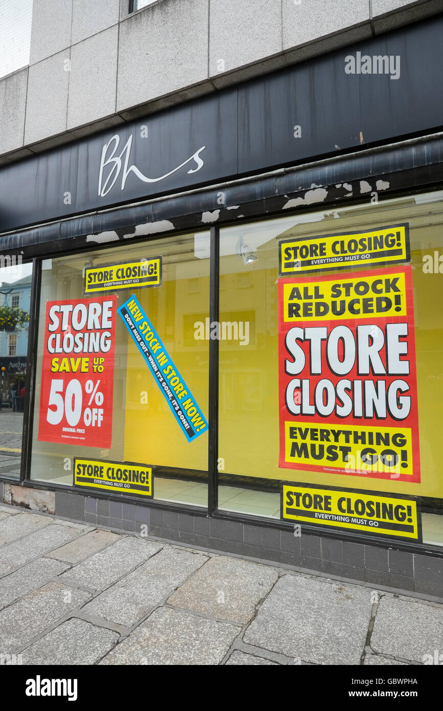 Briti.sh Home Stores shop in Truro, Cornwall, with closing down sale notices - Stock Image