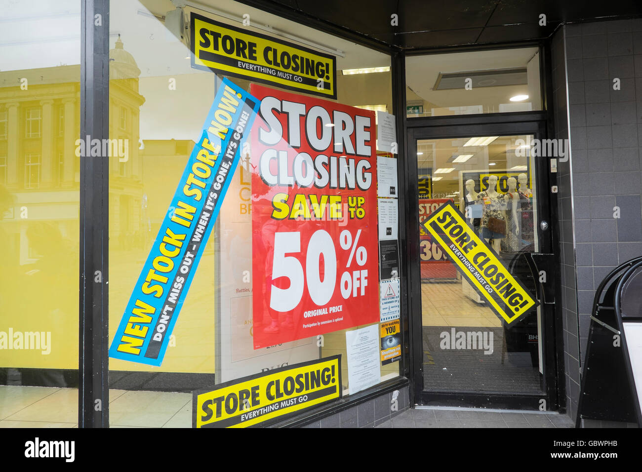 Briti.sh Home Stores shop in Truro, Cornwall, with closing down sale notices Stock Photo