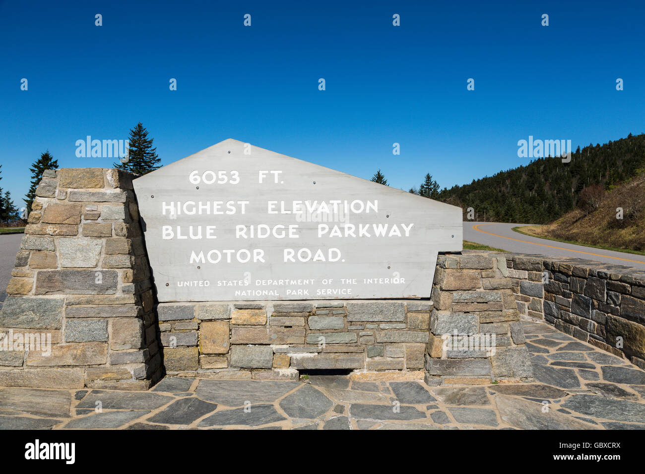 Highest elevation sign post on Blue Ridge Parkway road, Asheville, NC, USA - Stock Image