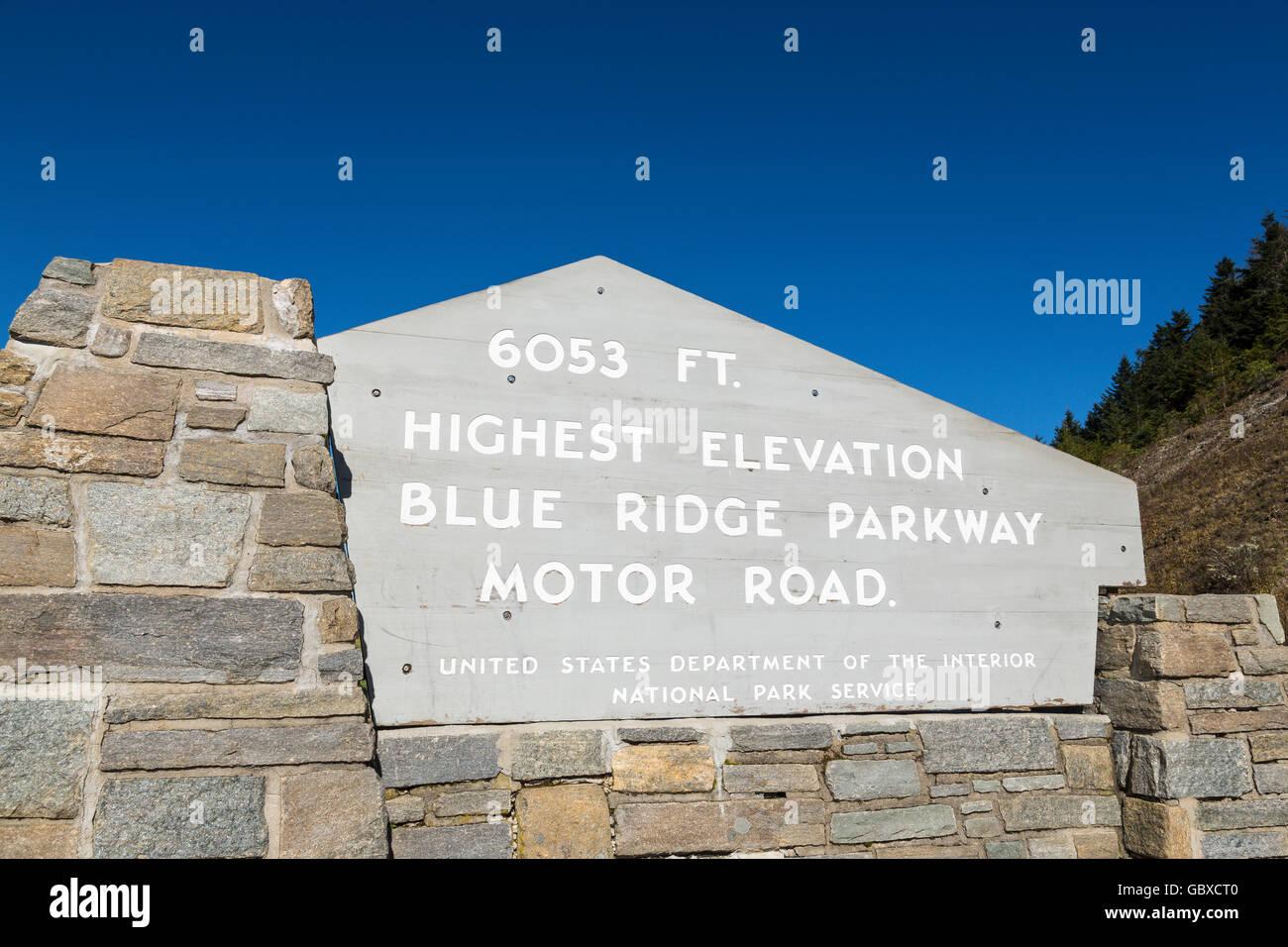 Highest elevation sign post on Blue Ridge Parkway road, Asheville, NC, USA - Stock Image