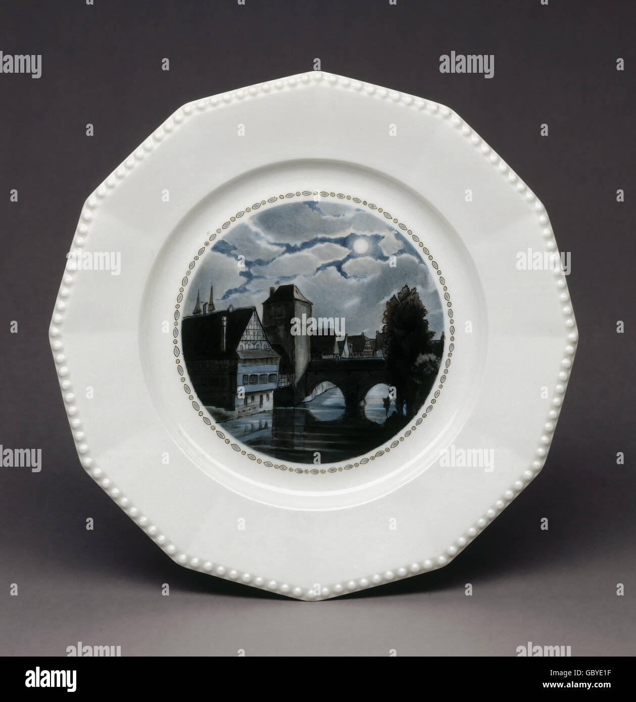 fine arts, porcelain, Nymphenburg porcelain, plate 'Perl' with 'Henkersteg at Night', 1926, design: - Stock Image