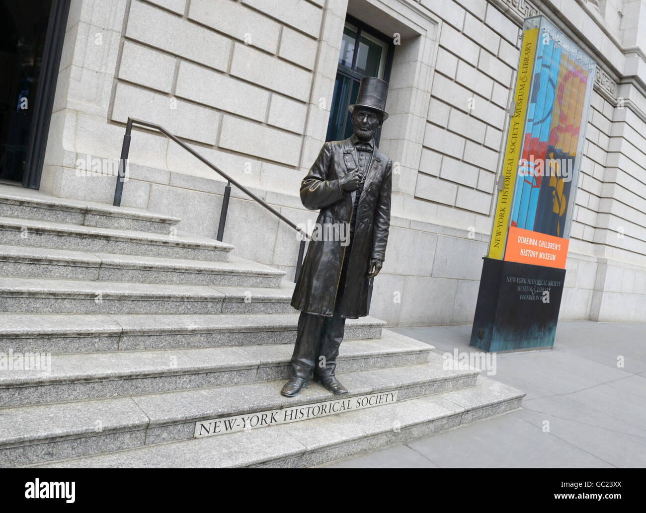 Abraham Lincoln statue in front of NY Historical Society - Stock Image
